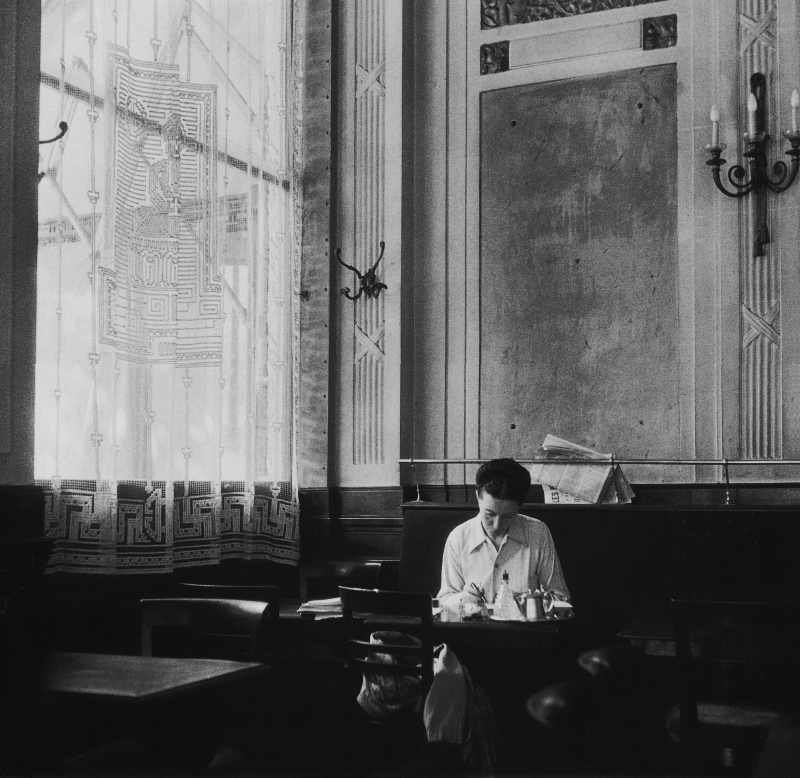 Lindsay Short-form | The Lost Generation; Cafes in Paris | Simone de Beauvoir at Les Deux Magots