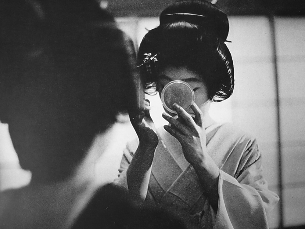 Lindsay Photo Essay | Ihei Kimura's Intimate Observations | A geisha applying make-up. Photo by Ihei Kimura.