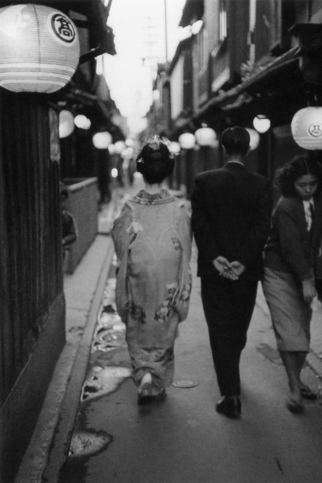 Lindsay Photo Essay | Ihei Kimura's Intimate Observations | A geisha and a man, Ponto-cho, Kyoto, 1966. Photo by Ihei Kimura.