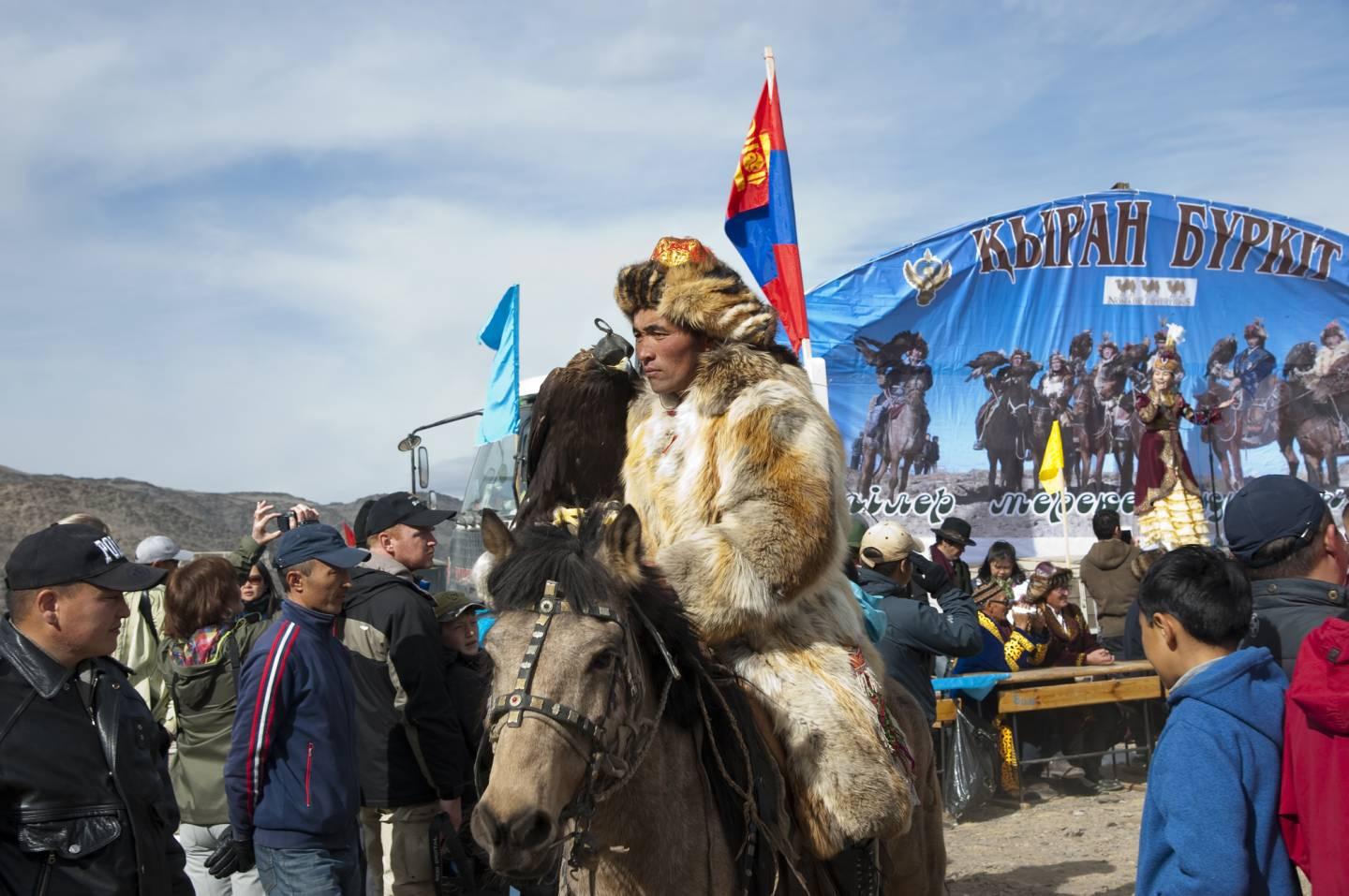 Lindsay Interview | Sophie Howarth Captures Mongolia's Golden Eagle Festival