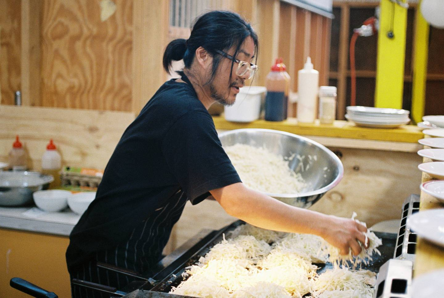 Lindsay Interview | Mastering Hiroshima-style Okonomiyaki with Fumio Tanga | Photo by Beth Wilkinson for Lindsay